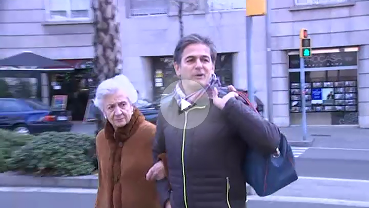 Marta Ferrusola y su hijo Oriol llegan al hospital donde esta ingresado Jordi Pujol.