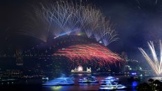 En Sidney (Australia) se ha recibido 2018 con un enorme espectáculo de fuegos artificiales, como es tradición. (AFP)