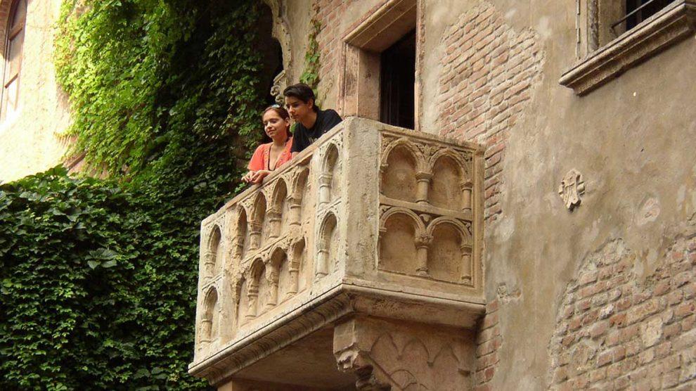 Si vas a Verona, no olvides visitar el número 23 de la Vía Capello. Allí encontrarás la casa de la protagonista de Romeo y Julieta