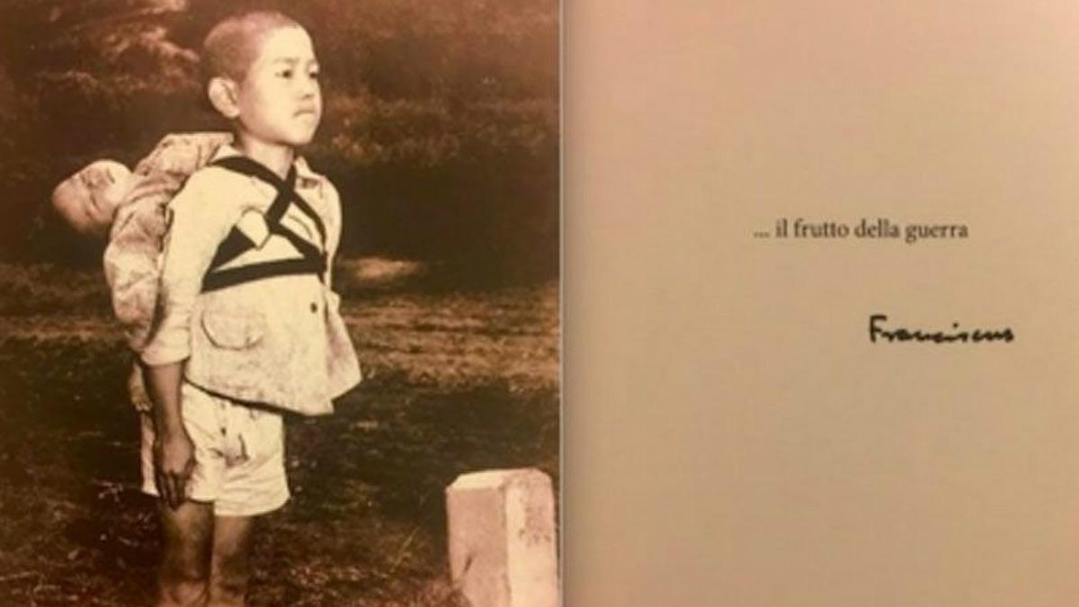 La postal de un niño en Nagasaki con su hermano muerto a la espalda, con la que el Papa ha mandado un alegato contra la guerra.