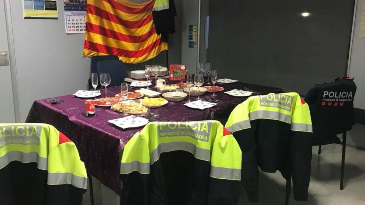 Mossos publican foto de su cena y se burlan de las servidas en los barcos a la  Policía Nacional y Guardia Civil