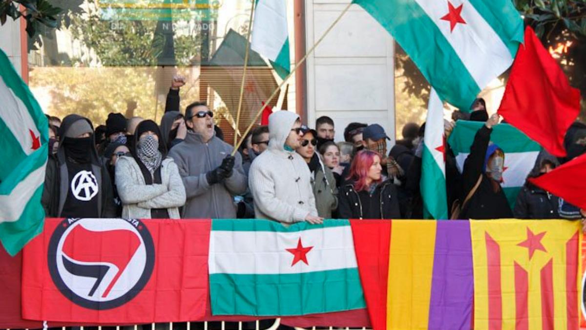 Protestas de extrema izquierda y separatistas en la fiesta de la Toma de Granada