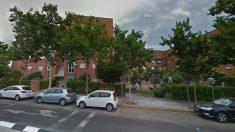 Fachada del número 4 de la calle Huelva, en Alcobendas (Madrid), donde se ha producido el suceso.