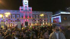 Cerca de 25.000 personas celebraron la entrada del nuevo año con las Campanadas en la madrileña plaza de Sol. Foto: Paco Toledo
