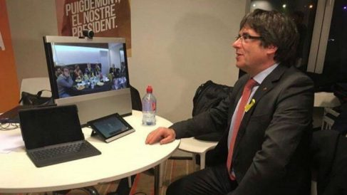 Carles Puigdemont mantiene una videoconferencia con su equipo desde Bruselas