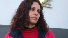 Sonia Barea, la madre de los dos niños cuyo secuestro parental denunció el 30 de diciembre, ha acudido esta mañana a los juzgados de Alcalá de Guadaíra (Sevilla), para reclamar información sobre la investigación iniciada para localizar a su exmarido y padre de los niños. Foto: EFE