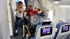 Niños bailando en uno de los aviones de Air Europa (Foto. Air Europa)