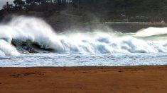 Oleaje en una playa del norte. (Foto: Efe)