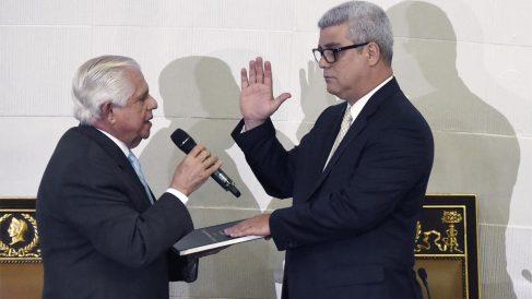 Omar Barboza jura el cargo (Foto: AFP)