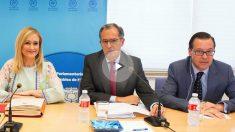 Cristina Cifuentes, Enrique Ossorio y Alfonso Serrano. (Foto: PP)
