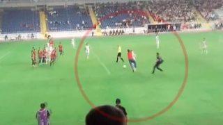 Deniz Naki ya ha sido agredido en el pasado en campos de fútbol.