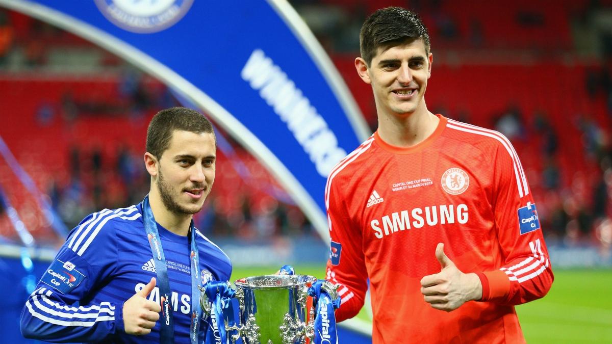 Hazard y Courtois celebran un título con el Chelsea. (Getty Images)