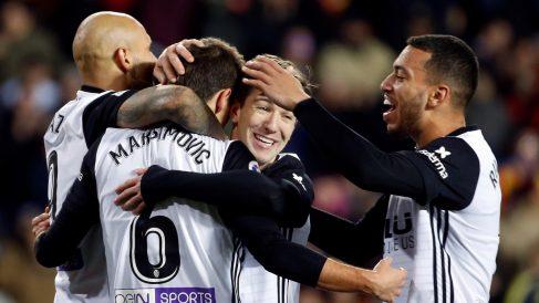 Los futbolistas del Valencia celebran uno de los goles frente a Las Palmas (EFE)