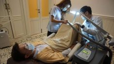 Unos cien pacientes al mes se someten al blanqueamiento de pene en el Hospital Lelux de Bangkok