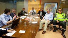 El ministro del Interior, Juan Ignacio Zoido (4i), con el director general de Tráfico, Gragorio Serrano (3d), el subsecretario del Ministerio del Interior, Luis Aguilera Ruiz (3i), y el director general de Protección Civil, Juan Antonio Díaz Cruz. (Foto: EFE)