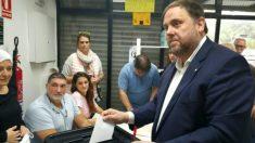 Oriol Junqueras, votando en el referéndum ilegal de independencia del 1-O.