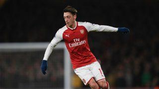 Özil durante un partido con el Arsenal (Getty)