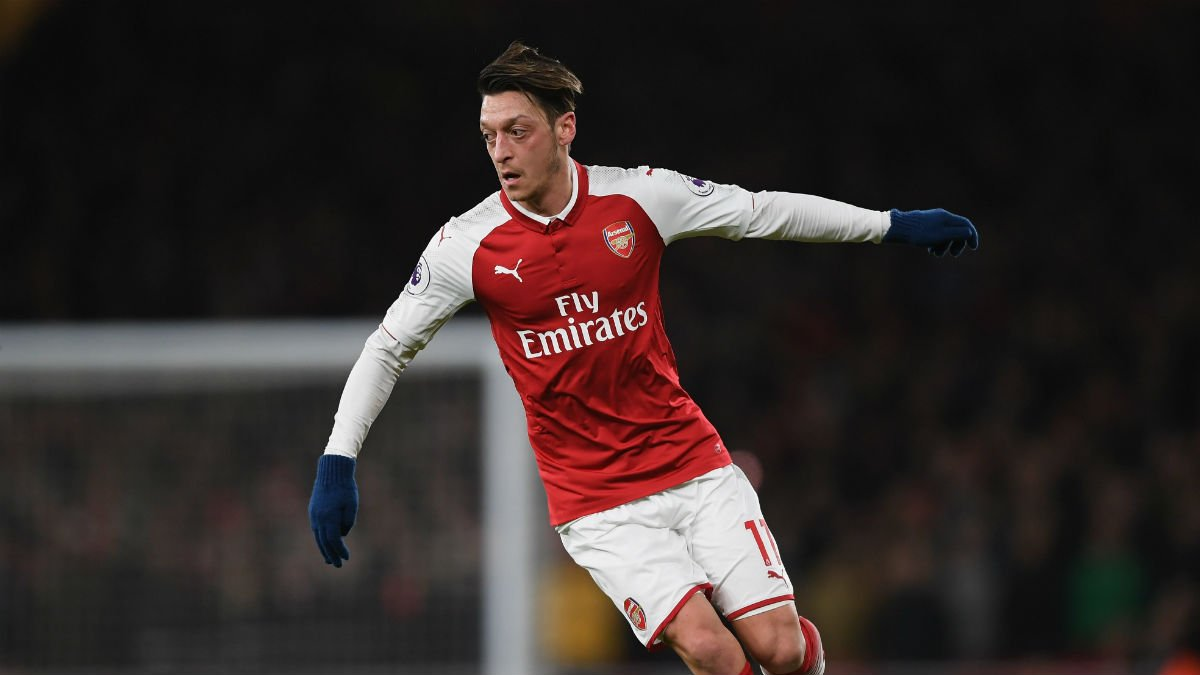 Özil durante un partido con el Arsenal (Getty)