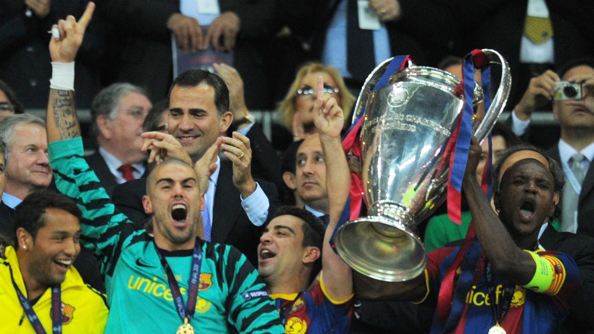 Eric Abidal levanta la Champions en Wembley. (AFP)