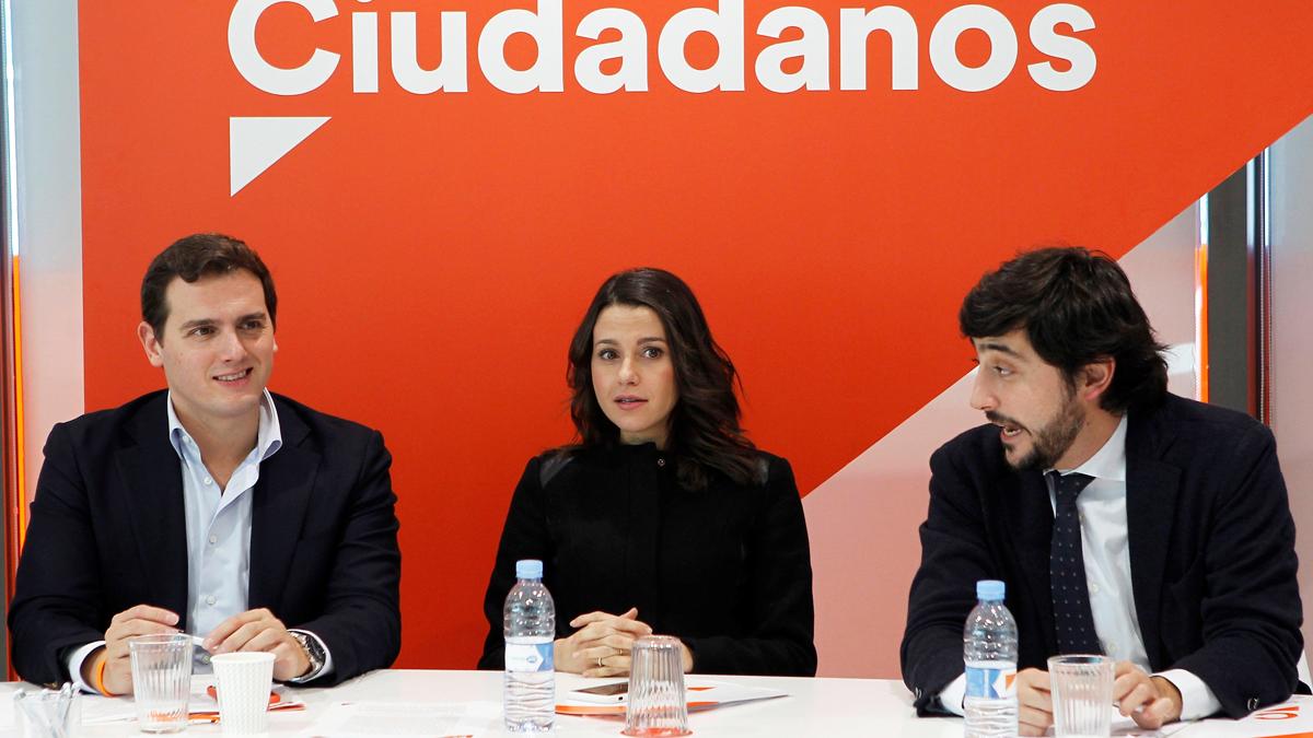 Albert Rivera, Inés Arrimadas y Toni Roldán. (Foto: EFE)