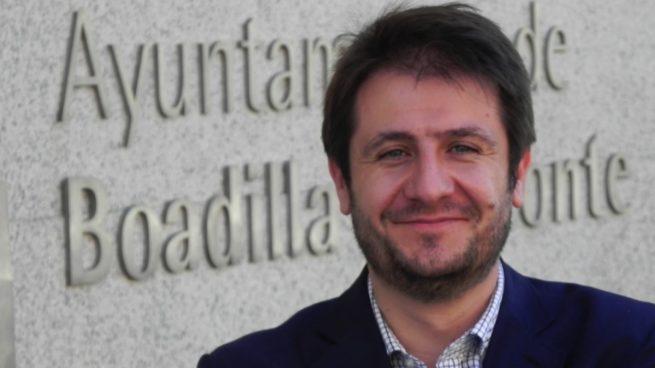 El padre del edil que exige a 400 funcionarios de Boadilla devolver sus sueldos debe 33.000€ en dietas