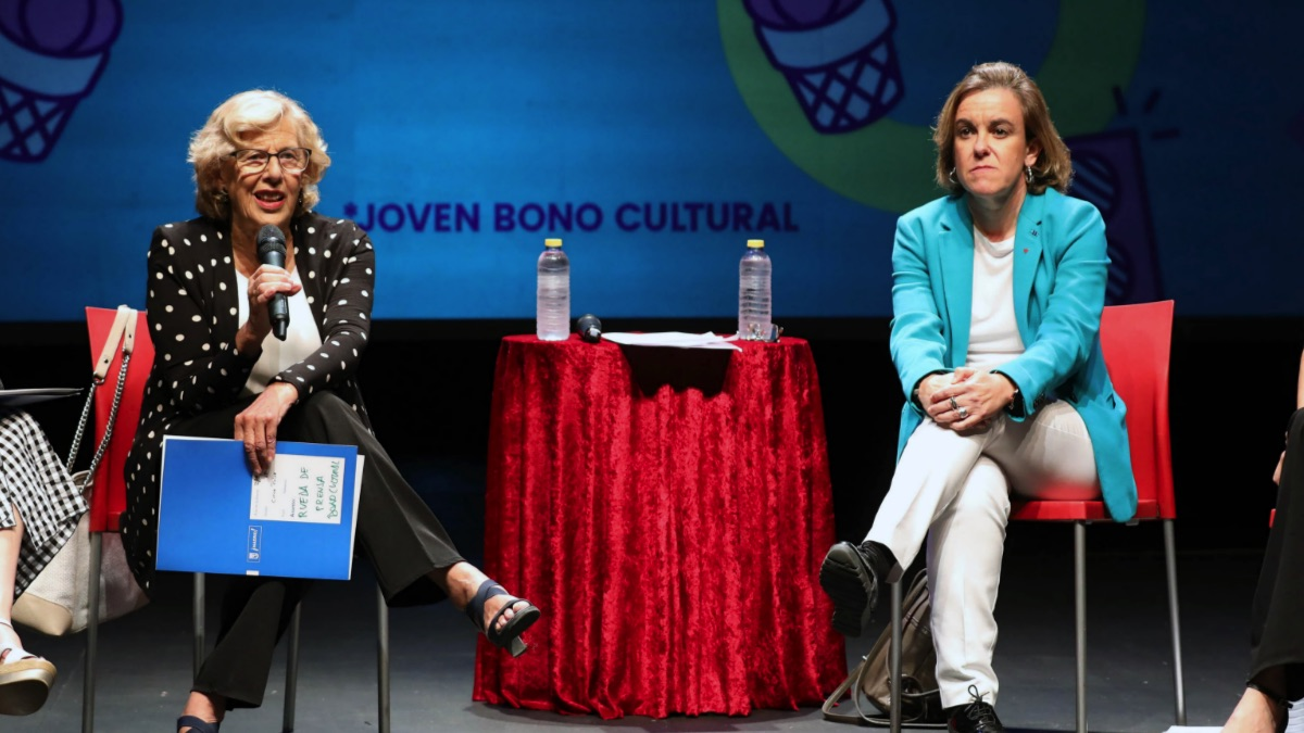 Manuela Carmena junto a la portavoz socialista Puri Causapié presentando el JOBO. (Foto: Madrid)