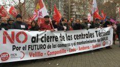 Trabajadores de las centrales térmicas de carbón de Velilla (Palencia), Compostilla (León), Lada (Asturias), Andorra y Anllares (León) se concentran frente al Ministerio de Energía (Foto:C.M.)