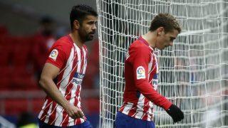 Diego Costa y Antoine Griezmann en el choque ante el Getafe. (AFP)