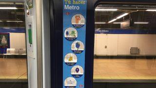 Campaña por el civismo en el Metro de Madrid. (Foto: OKDIARIO)