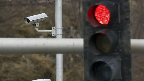 Las multas puestas por las cámaras que controlan que no nos saltemos los semáforos en rojo pueden ser ilegales por los defectos que presentan los sistemas encargados de detectar las infracciones.