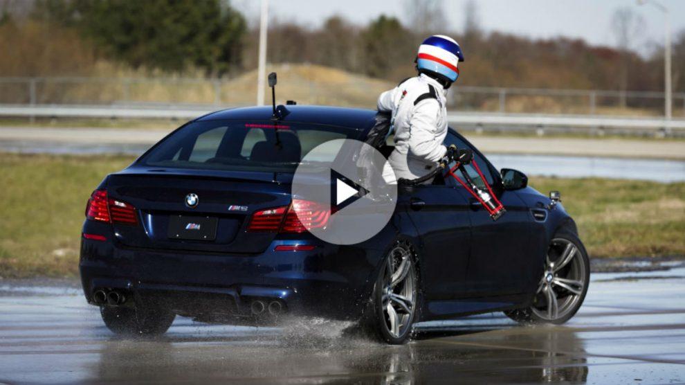 Nada más y nada menos que 374 kilómetros y 8 horas seguidas se ha tirado derrapando este BMW M5 para establecer uno de los récords más espectaculares de todos cuantos existen en el Libro Guinness.