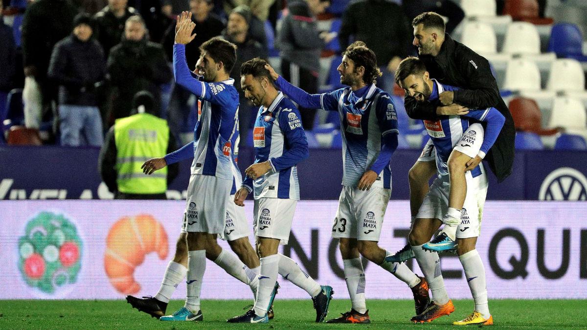 El Espanyol celebra su pase a cuartos de final de la Copa del Rey. (AFP)