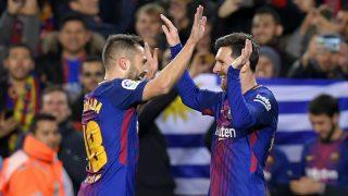 Jordi Alba y Messi celebran un gol ante el Celta. (AFP)
