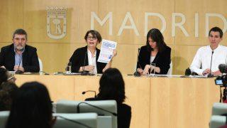 El periodista Mario Tascón, la edil de Medio Ambiente Inés Sabanés, la portavoz Rita Maestre y el edil de Transparencia, Pablo Soto. (Foto: Madrid)