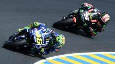 Zarco persigue a Rossi en un Gran Premio de MotoGP. (AFP)