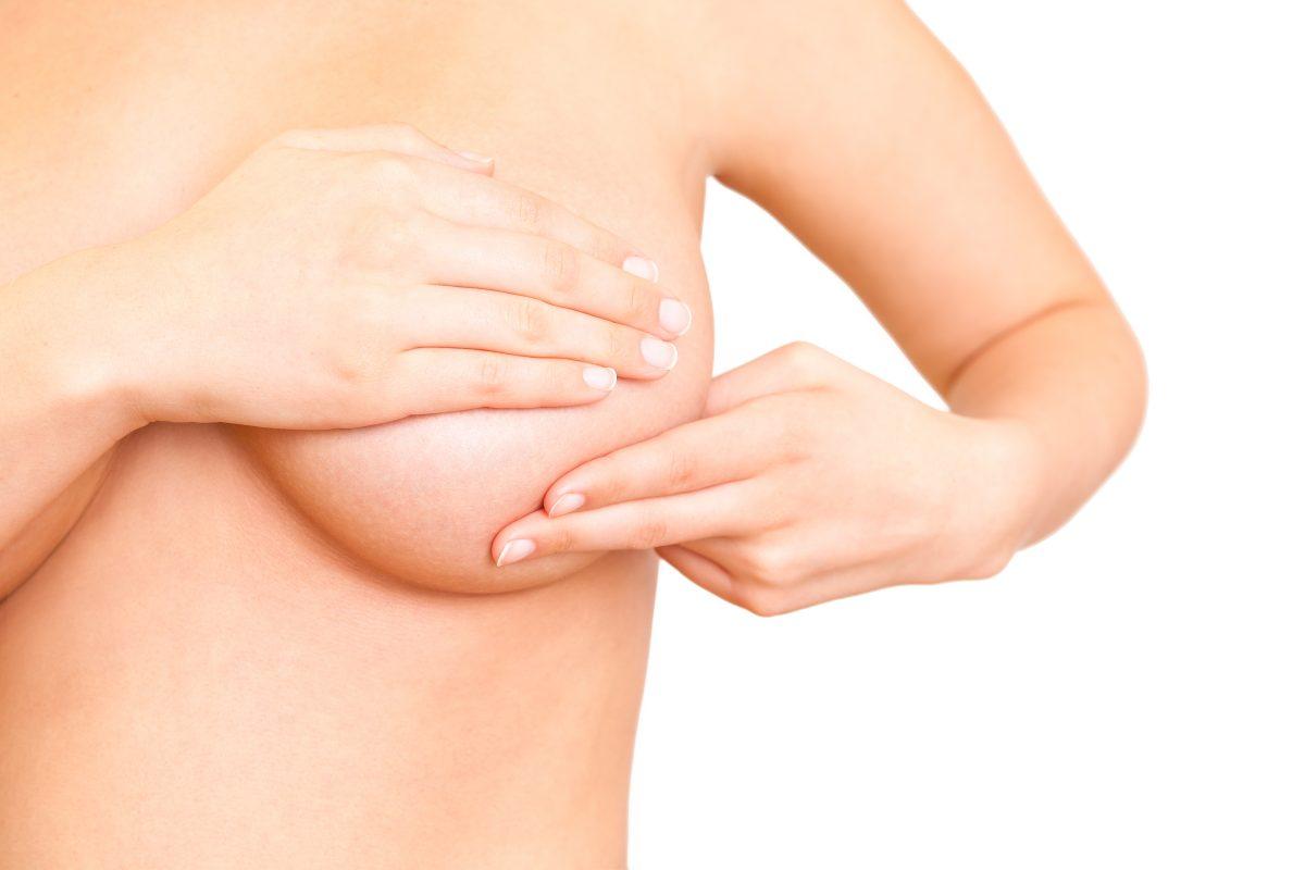 La autoexploración mamaria consta únicamente de cinco pasos.