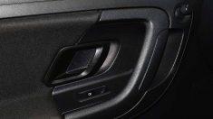 Abrir la puerta del coche 'a la holandesa' (con la mano más alejada a la manivela) puede prevenir accidentes