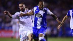 Carvajal pelea con Sidnei por un balón. (AFP)