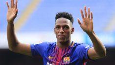 Yerry Mina, durante su presentación en el Camp Nou (AFP)