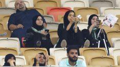 Primer partido de fútbol no prohibido para mujeres en Arabia Saudí. (Foto: AFP)