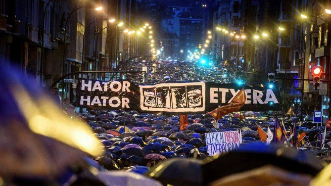 El líder de Podemos en el País Vasco apoya con su presencia la marcha en favor de los presos de ETA