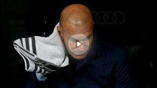 Zidane se seca el agua durante el Real Madrid-Villarreal. (AFP)