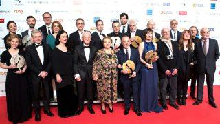 Foto de familia de todos los galardonados en los Premios Forqué (Foto: Efe).