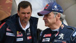 Carlos Sainz, antes de una etapa del Dakar. (AFP)