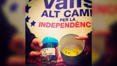 La ANC de Valls recaudó dinero para su 'caja de solidaridad' vendiendo lazos amarillos hechos por niños