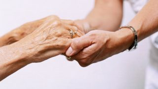 El parkinsonismo puede ser causado por problemas de salud ajenos al Parkinson.