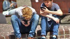 Prohibir los móviles en los centros educativos, objetivo de Francia