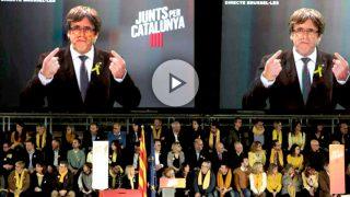 Intervención por videoconferencia del expresidente de la Generalitat, Carles Puigdemont, en el acto central de campaña de Junts per Catalunya celebrado en el pabellón de la Vall d'Hebron. Foto: EFE