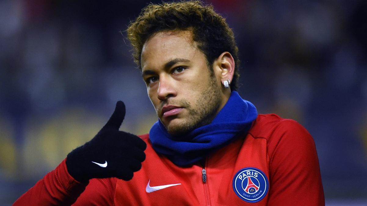 Neymar durante un calentamiento con el PSG. (AFP)