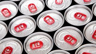 Los expertos recomiendan no mezclar el alcohol con las bebidas energéticas.